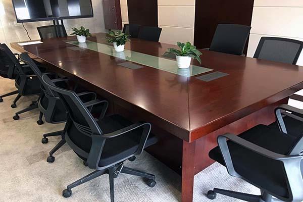 会议桌颜色用什么好?会议桌什么材质好点?二十人会议桌用多大尺寸